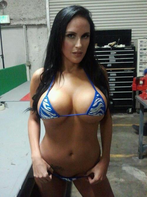 Busty pornstar jenna presley posing in bikini